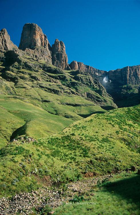 Scaly Peak 2752m, Greater Injasuthi Buttress 3202m from Pt 2062, Leslie's Pass, Central Drakensberg. Ukhahlamba Drakensberg Park, KwaZulu-Natal, South Africa.  Nikon F4, Nikon MF Nikkor 35-135/3.5-4.5 AIS. Kodak E100SW. April 1997.