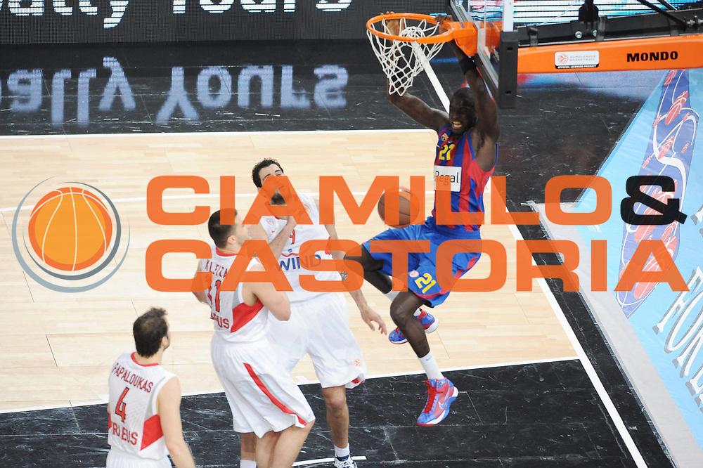 DESCRIZIONE : Parigi Paris Eurolega Eurolegue 2009-10 Final Four Finale 1-2 posto place Final Regal Fc Barcellona Olympiacos Pireo Atene<br /> GIOCATORE : Boniface Ndong<br /> SQUADRA : Regal Fc Barcellona<br /> EVENTO : Eurolega 2009-2010 <br /> GARA : Regal Fc Barcellona Olympiacos Pireo Atene<br /> DATA : 09/05/2010 <br /> CATEGORIA : Schiacciata<br /> SPORT : Pallacanestro <br /> AUTORE : Agenzia Ciamillo-Castoria/GiulioCiamillo<br /> Galleria : Eurolega 2009-2010 <br /> Fotonotizia : Parigi Paris Eurolega Euroleague 2009-2010 Final Four Finale 1-2 posto place Final Regal Fc Barcellona Olympiacos Pireo Atene<br /> Predefinita :