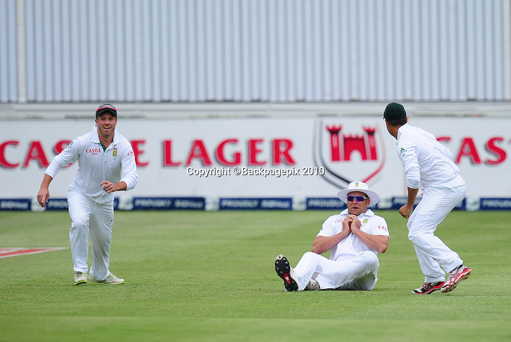 Jacques Kallis of South Africa takes the wicket of Phillip Hughes of Australia with a catch in the slips, Cricket - 2011 Sunfoil Test Series - South Africa v Australia - Day 4 - Wanderers Stadium, Johannesburg. 20 November 2011<br /> &copy;Chris Ricco/Backpagepix