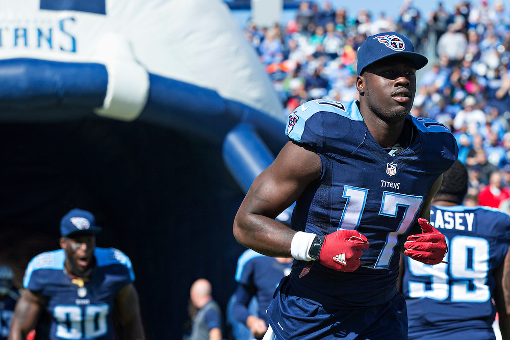 NASHVILLE, TN - OCTOBER 18:  Dorial Green-Beckham #17 of the Tennessee Titans runs onto the field before a game against the Miami Dolphins at LP Field on October 18, 2015 in Nashville, Tennessee.  The Dolphins defeated the Titans 38-10.  (Photo by Wesley Hitt/Getty Images) *** Local Caption *** Dorial Green-Beckham