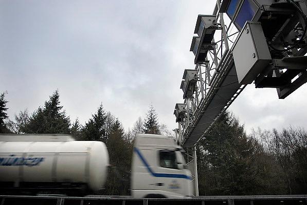 Duitsland, A73, 3-1-2005Betaalautomaat voor de tol op de Duitse autobaan, snelweg.Vanaf 1 januari is de tolheffing voor vrachtverkeer van kracht. Kosten transport, logistiek, onkosten, tol, maut, tolweg, vrachtvervoer, vrachtwagen chauffeur, toll collectFoto: Flip Franssen/Hollandse Hoogte