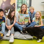 NLD/Amsterdam/20160614 - Georgina Verbaan leest voor in asiel Amersfoort