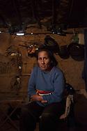 Die Ureinwohner sind oft so arm, dass sie ihre Hütten aus Brettern und verseuchten Siloplanen bauen – und Waschwasser in den Kanistern holen, in denen zuvor die Pestizide geliefert wurden. Viele Anwohner der Soja -Felder sind deshalb schwer erkrankt oder an Krebs gestorben.