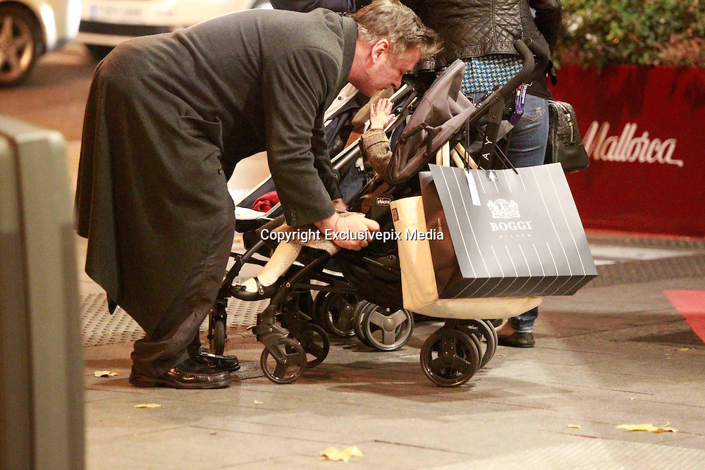 MADRID, SPAIN, 2015, DECEMBER 15 <br /><br />Alec Baldwin, a great lover of Spain, visiting Madrid for Christmas to do some shopping and enjoy the city, with his wife Hilaria and their two children, Carmen and Rafael<br />©Exclusivepix Media