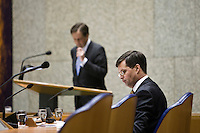 Nederland. Den Haag, 4 februari 2009.<br /> Pechtold heeft het woord, Balkenende luistert in vak K (Kabinet).<br /> Debat over Irak in de Tweede Kamer.. De Tweede Kamer debatteert over het plan van premier Jan Peter Balkenende om een onderzoekscommissie in te stellen naar de besluitvorming rond Irak in 2003. Balkenende kondigde maandag aan dat hij de jurist Willibrord Davids heeft gevraagd deze commissie te leiden. <br /> Foto Martijn Beekman<br /> NIET VOOR PUBLIKATIE IN LANDELIJKE DAGBLADEN.
