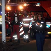 NLD/Huizen/20080203 - Persoon te water bij zijn boot, zoekactie politie en brandweer, aankomst duikers