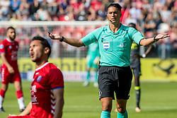 24-09-2017 NED: FC Utrecht - PSV, Utrecht<br /> Scheidsrechter Serdar Gozubuyuk