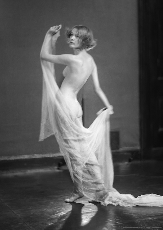 Eileen Hawthorne, actress & model, 1923