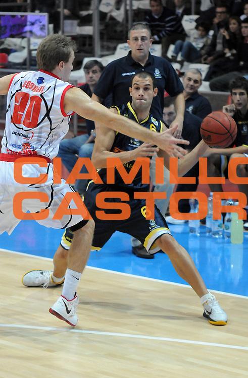DESCRIZIONE : Piacenza Campionato Lega Basket A2 2011-12 Morpho Basket Piacenza Givova Scafati<br /> GIOCATORE : Juan Marcos Casini<br /> SQUADRA : Givova Scafati<br /> EVENTO : Campionato Lega Basket A2 2011-2012<br /> GARA : Morpho Basket Piacenza Givova Scafati<br /> DATA : 30/10/2011<br /> CATEGORIA : Passaggio<br /> SPORT : Pallacanestro <br /> AUTORE : Agenzia Ciamillo-Castoria/L.Lussoso<br /> Galleria : Lega Basket A2 2011-2012 <br /> Fotonotizia : Piacenza Campionato Lega Basket A2 2011-12 Morpho Basket Piacenza Givova Scafati<br /> Predefinita :