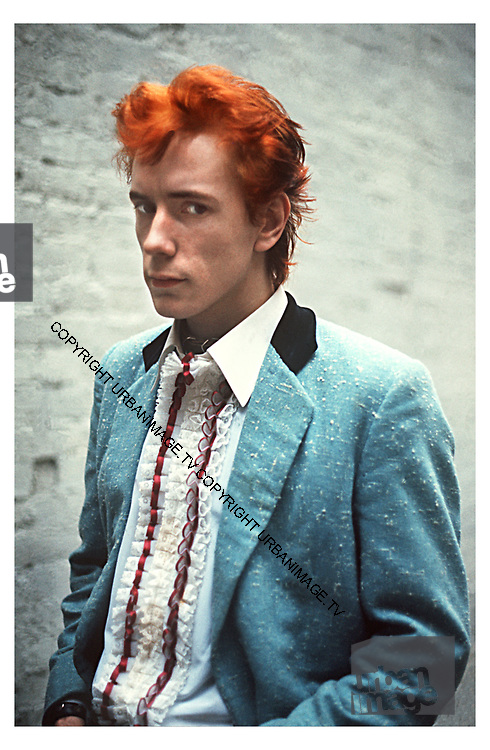 Johnny Rotten - Sex Pistols Oxford Street Glitterbest photosession - 1977