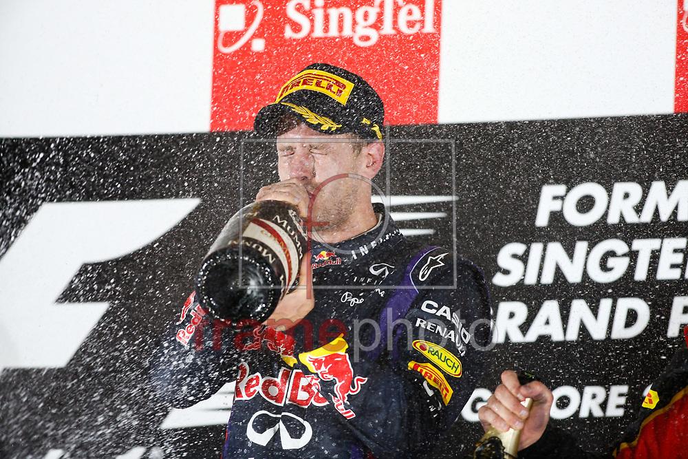 *BRAZIL ONLY* ATENÇÃO EDITOR, IMAGEM EMBARGADA PARA VEÍCULOS DE FORA DO BRAZIL* Singapura, 22/09/2013 - O piloto Sebastian Vettel, da RedBull, comemora a vitória no GP de Singapura. Foto: Florent Gooden/DPPI/Frame
