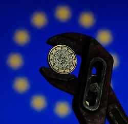 THEMENBILD - Euro Finanzkrise, portugiesischer Euro in der Zange mit europaeischer Flagge im Hintergrund, Wien, AUT, EXPA Pictures © 2011, PhotoCredit: EXPA/ M. Gruber