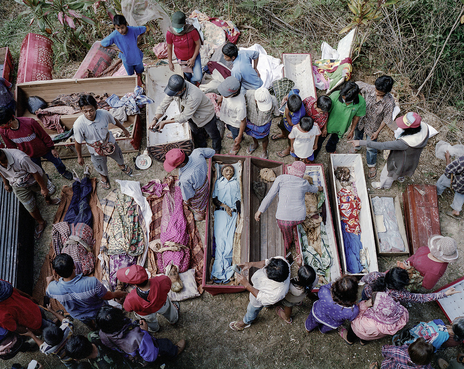 Family members take out bodies of dead relatives from their coffins for cleaning and grooming.<br />