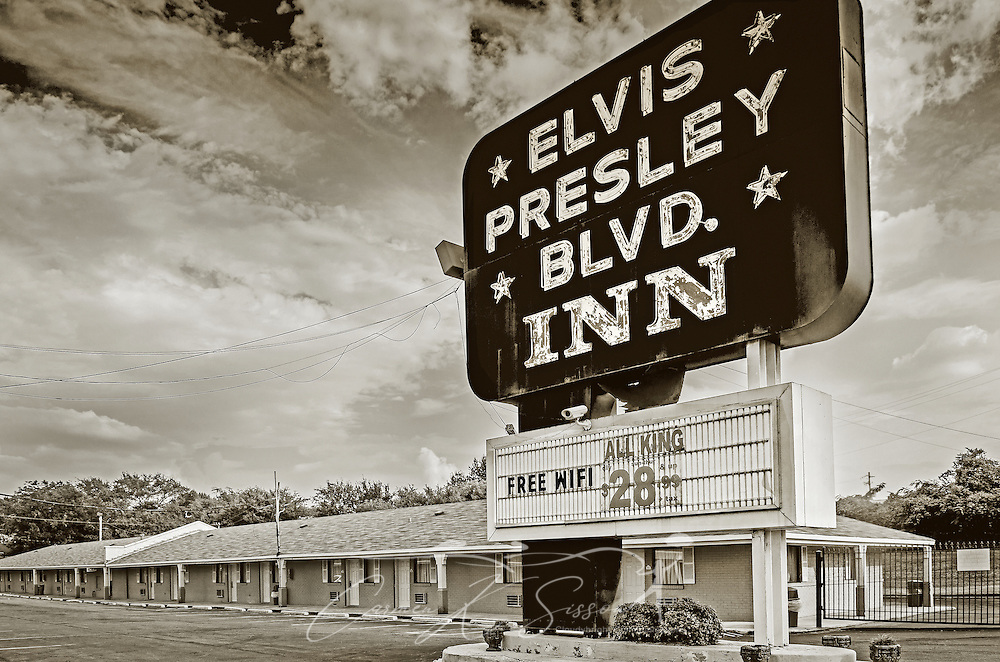 The Elvis Presley Blvd. Inn is pictured on Elvis Presley Boulevard, Sept. 3, 2015, in Memphis, Tennessee. (Photo by Carmen K. Sisson/Cloudybright)