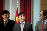 Cao Guangjing (center) and Paulo Portas, portuguese Minister for Foreign Affairs.<br /> The president of China Three Gorges electric company, Cao Guangjing; the chairman of the board of Parp&uacute;blica, Joaquim Reis, and Ant&oacute;nio Mexia, chairman of the Board of EDP signed an agreement that gives the first formal step for the acquisition of a state share of 21.35% in the EDP, the portuguese electric company.