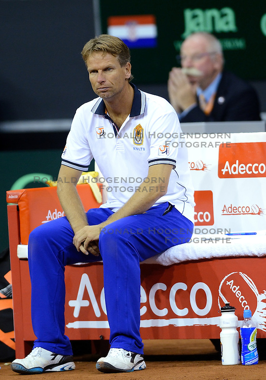 13-09-2014 NED: Davis Cup Nederland - Kroatie, Amsterdam<br /> Nederland verliest de dubbel en staat op de tweede dag met 2-1 achter / Jan Siemerink