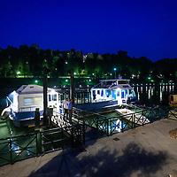 Navigazione turistica sul Fiume Po a Torino, cena a bordo del battello fluviale.<br /> <br /> Tourist navigation on the River Po in Turin, dinner aboard the riverboat.