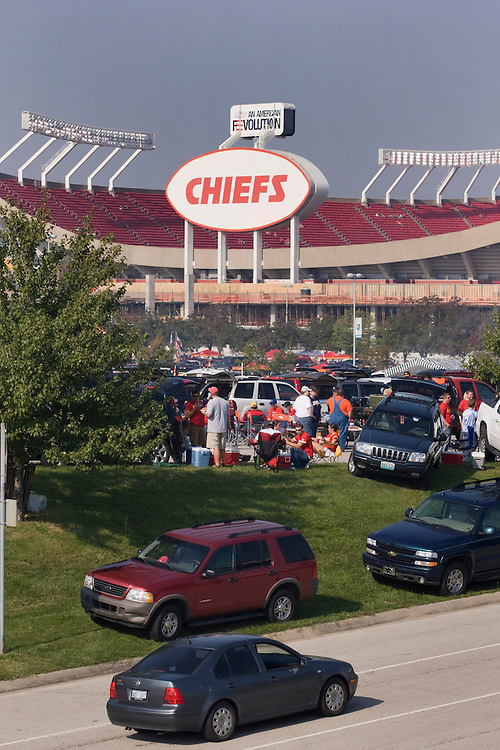 KANSAS CITY, MO - SEPTEMBER 28:   Kansas City Chief fans tailgating before a game against the Denver Broncos at Arrowhead Stadium on September 28, 2008 in Kansas City, Missouri.  The Chiefs defeated the Broncos 33-19.  (Photo by Wesley Hitt/Getty Images) *** Local Caption ***