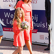 NLD/Zevenhuizen/20150709 -  Koningin Maxima opent het Leontienhuis, een initiatief van oud-wielrenster Leontien Zijlaard-van Moorsel, LeontienZijlaard-van Moorsel met haar dochter Indy