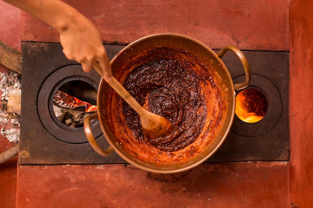 Belo Horizonte_MG, Brasil.<br /> <br /> Detalhe do processo de confeccao de goiabada.<br /> <br /> Details of making guava process.<br /> <br /> Foto: BRUNO MAGALHAES / NITRO