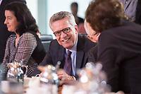 27 SEP 2017, BERLIN/GERMANY:<br /> Thomas De Maiziere, CDU, Bundesinnenminister, vor Beginn der Kabinettsitzung, Bundeskanzleramt<br /> IMAGE: 20170927-01-015<br /> KEYWORDS: Kabinett, Sitzung, Thomas de Maizière, feundlich, lacht, lachen
