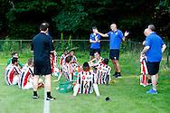 03-07-2015 VOETBAL:CHARLEROI:WILLEM II:DOORWERTH<br /> <br /> Trainer/Coach Jurgen STREPPEL van Willem II instrueert zijn mannen met Trainer Edward Linssen van Willem II <br /> <br /> foto: Geert van Erven