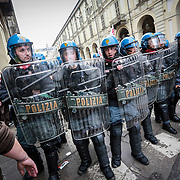Primo Maggio, tensioni e scontri a Torino tra antagonisti e forze dell'ordine