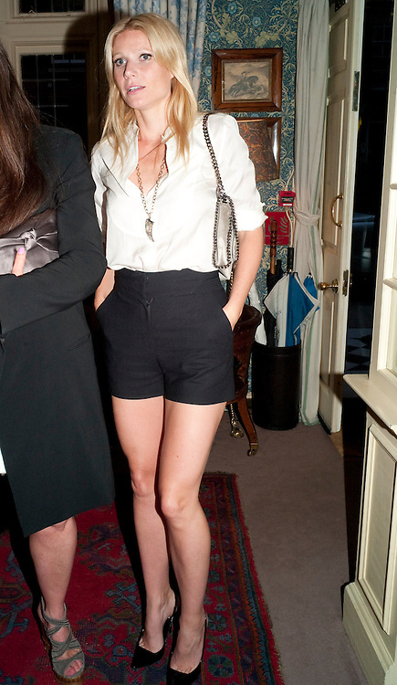 GWYNETH PALTROW, Dinner hosted by Elizabeth Saltzman for Mario Testino and Kate Moss. Mark's Club. London. 5 June 2010. -DO NOT ARCHIVE-© Copyright Photograph by Dafydd Jones. 248 Clapham Rd. London SW9 0PZ. Tel 0207 820 0771. www.dafjones.com.