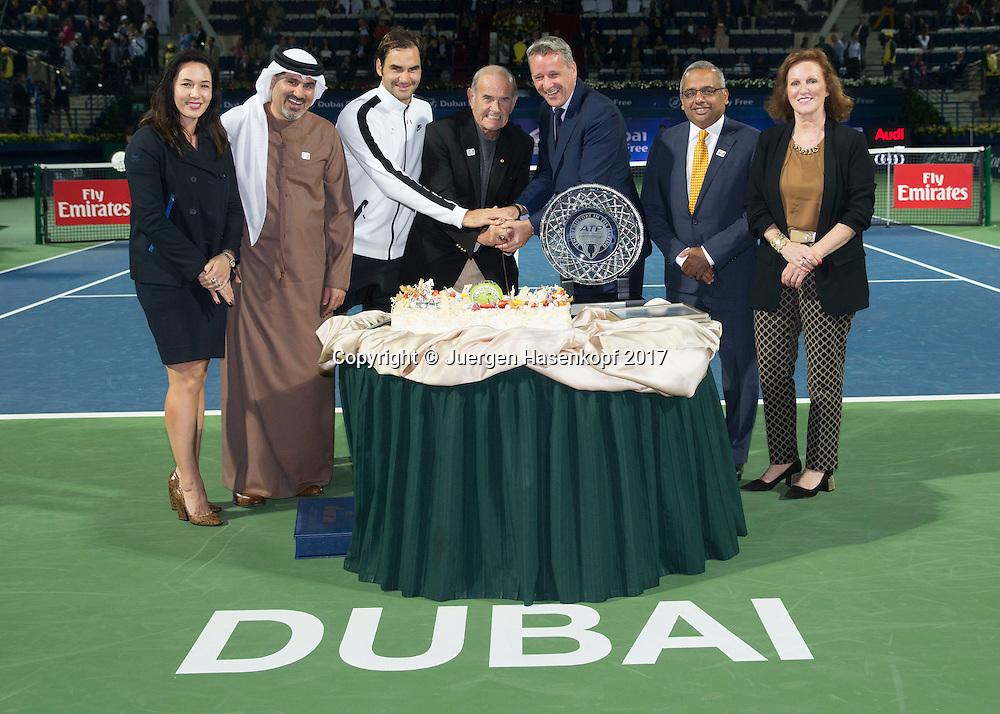 Dubai Tennis Feature, 25 Jahre Turnier Jubilaeum,<br /> L-R.Alison Lee (ATP),Turnier Direktor Salah Tahlak,Roger Federer, Colm McLoughlin (DDF),Chris Kermode,9ATP) Ramesh Cidambi (DDF) und Sinead El Sibai (DDF).<br /> <br /> Tennis - Dubai Duty Free Tennis Championships - ATP/WTA/ITF -  Dubai Duty Free Tennis Stadium - Dubai -  - United Arab Emirates  - 27 February 2017. <br /> &copy; Juergen Hasenkopf