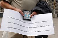 14 JUL 2001, BERLIN/GERMANY:<br /> Weahrend einer Demonstration von Eltern, meist Vaeter, gegen die Trennung von ihren Kindern (i.d.R. durch Scheidung von einem auslaendischen Partner), zeigt einer ein Bild seiner Kinder und ein kleines Schild, Breitscheidplatz vor der Gedaechniskirche<br /> IMAGE: 20010714-01-004<br /> KEYWORDS: Scheidungskind, Scheidungskinder, Demo, Demonstration, Demonstrant, demonstrator, Protest