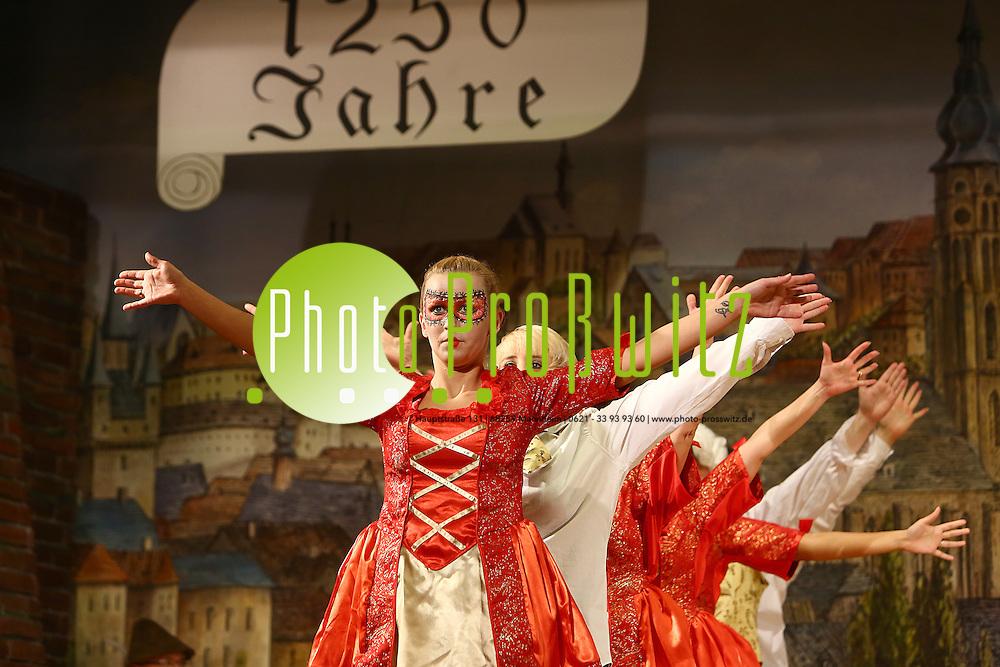 Mannheim 24.01.16 Feudenheim. Kulturhalle. KG Lallehaag Prunksitzung 2016.<br /> - Offiziersgarde Schautanz<br /> <br /> Bild: Markus Prosswitz 24JAN16 / masterpress (Bild ist honorarpflichtig - No Model Release!)