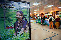 Inde, Etat du Kerala, Munnar, boutique de the // India, Kerala state, Munnar, tea shop