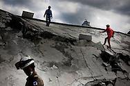 PORTO PRINCIPE, PP, HAITI, 16/01/10, 14h25 (horario local): TERREMOTO NO HAITI:  Vitimas do terremoto no Haiti, cidade de Porto Principe. (foto: Caio Guatelli/Folha Imagem)