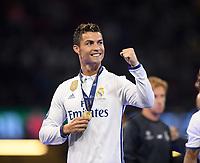 FUSSBALL  CHAMPIONS LEAGUE  FINALE  SAISON 2016/2017 Juventus Turin - Real Madrid      03.06.2017 Real Madrid feiert den Sieg der Champions League: Cristiano Ronaldo mit Medaille