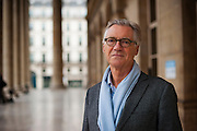 "Eric le Boucher, born 26 May 1950 in Paris, is a French journalist, editor of the Economic magazine Enjeux-Les Echos and a co-founder of the online magazine Slate.fr. <br /> <br /> In his weekly column in the daily Le Monde, he develops a critical analysis of the French economic model. He considers this model unsuitable for the contemporary economic situation and calls for a revision of this model. He was a member of the French ""Committee for the Liberation of Growth"" called ""Attali Commission"" which submitted its report in January 2008.<br /> <br /> Eric le Boucher, né le 26 mai 1950 à Paris, est un journaliste français, directeur de la rédaction du magazine économique Enjeux-Les Echos et l'un des co-fondateurs du magazine en ligne Slate.fr. Dans sa chronique hebdomadaire d'analyse économique du quotidien Le Monde, il développe une analyse critique du modèle économique français. Il le considère comme inadapté à la situation économique contemporaine et appelle de ses vœux une refonte de ce modèle. Il a été membre de la Commission pour la libération de la croissance française dite « Commission Attali » qui a remis son rapport en janvier 2008."