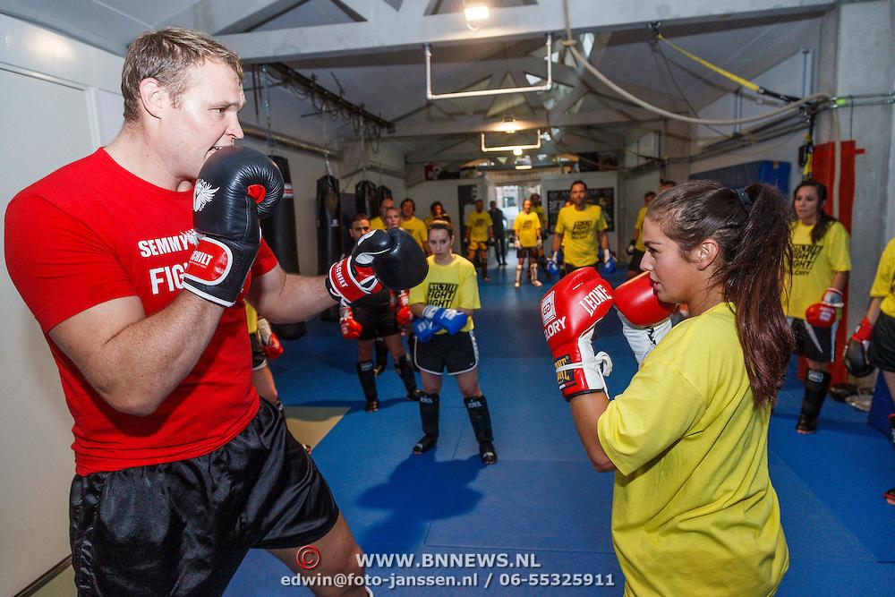 NLD/Amsterdam\/20131025 -Kickboxclinic van Sem Schilt, Laura Ponticorvo