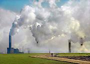 Duitsland, Grevenbroich, 31-1-2009 De bruinkoolcentrales van Frimmersdorf en Neurath worden gestookt met bruinkool die in de open bruinkoolmijn Garzweiler wordt gewonnen. De mijn en centrales zijn eigendom van energiemaatschappij RWE. De graafmachine is gebouwd door staalbedrijf Krupp en elektronicabedrijf Siemens.Foto: Flip Franssen/Hollandse Hoogte