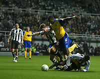 Photo: Andrew Unwin.<br />Newcastle United v Southampton. The FA Cup. 18/02/2006.<br />Southampton's Darren Powell (C) competes with Newcastle's Robbie Elliott (L) and Shola Ameobi (R).