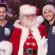 NLD/Hilversum /20131210 - Sky Radio Christmas Tree For Charity 2013, Jan Kooijman en Juvat Westendorp met de kerstman