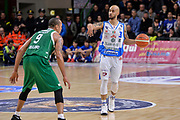 DESCRIZIONE : Beko Legabasket Serie A 2015- 2016 Dinamo Banco di Sardegna Sassari - Sidigas Scandone Avellino<br /> GIOCATORE : David Logan<br /> CATEGORIA : Palleggio Schema Mani<br /> SQUADRA : Dinamo Banco di Sardegna Sassari<br /> EVENTO : Beko Legabasket Serie A 2015-2016<br /> GARA : Dinamo Banco di Sardegna Sassari - Sidigas Scandone Avellino<br /> DATA : 28/02/2016<br /> SPORT : Pallacanestro <br /> AUTORE : Agenzia Ciamillo-Castoria/L.Canu