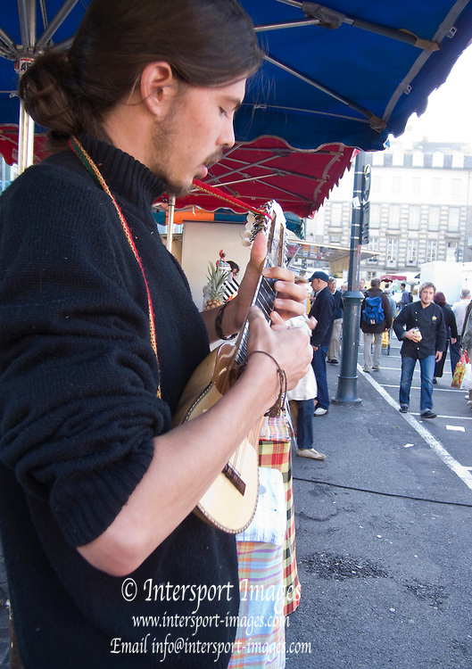 Rennes, FRANCE,   Musician, busker at work during the Saturday Morning Market,  Brittany.  Saturday  26/09/2009   [Mandatory Credit Peter Spurrier Intersport Images]. Street Photo.