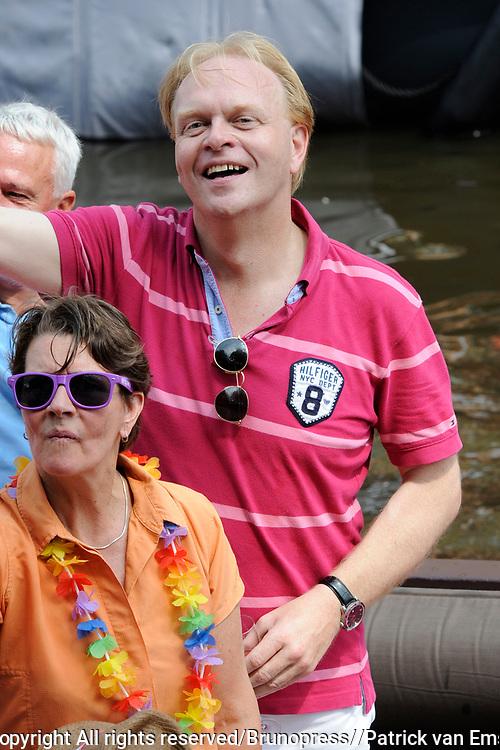 De Canal Parade 2014 - een botenparade over de Amsterdamse grachten en het hoogtepunt van Gay Pride Amsterdam.<br /> <br /> The Canal Parade 2014 - a boat parade on the canals of Amsterdam and the highlight of Gay Pride Amsterdam.<br /> <br /> Op de foto / On the photo: Frits Huffnagel