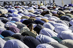 June 25, 2017 - Palermo, Italy - Muslims gather for special prayers at the Foro Italico to celebrate Eid al-Fitr in Palermo. Eid al-Fitr marks the end of Ramadan, the Islamic holy month of fasting. (Credit Image: © Antonio Melita/Pacific Press via ZUMA Wire)