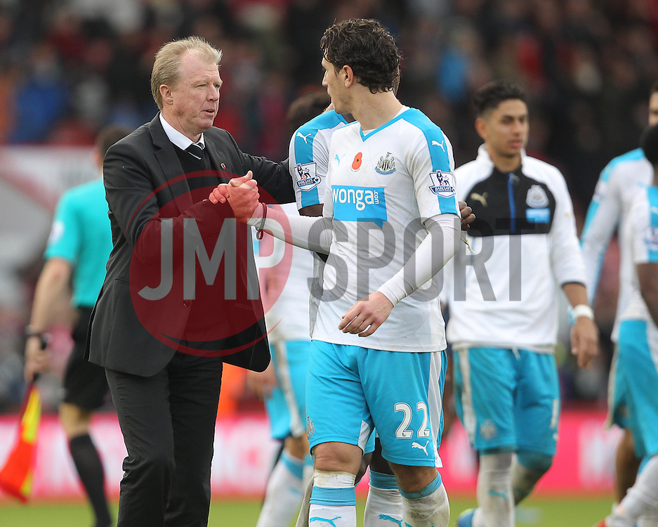 Newcastle United Manager, Steve McClaren ( L ) celebrates with Daryl Janmaat after their team win the match - Mandatory byline: Paul Terry/JMP - 07966 386802 - 07/11/2015 - FOOTBALL - Vitality Stadium - Bournemouth, England - AFC Bournemouth v Newcastle United - Barclays Premier League