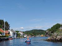 Passing Svinør by kayak - passerer Svinør i kajakk