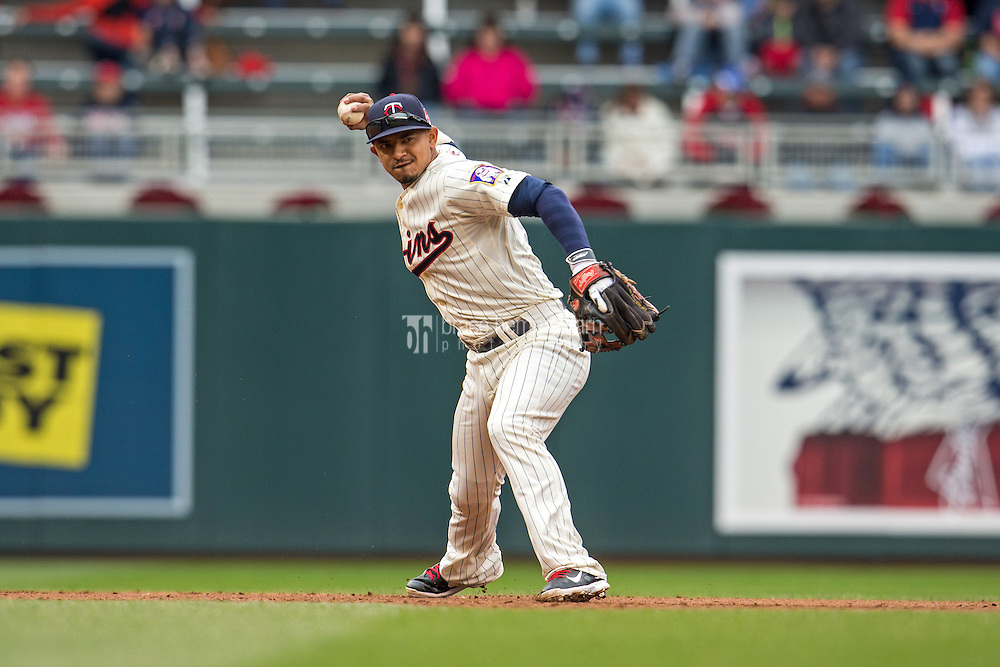 MINNEAPOLIS, MN- SEPTEMBER 24: Eduardo Escobar #5 of the Minnesota Twins throws against the Arizona Diamondbacks on September 24, 2014 at Target Field in Minneapolis, Minnesota. The Twins defeated the Diamondbacks 2-1. (Photo by Brace Hemmelgarn) *** Local Caption *** Eduardo Escobar