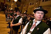 """Wien/Oesterreich, AUT, 28.01.2008: Musiker waehrend des jaehrlichen Jaegerballs in der Wiener Hofburg. <br /> <br /> Vienna/Austria, AUT, 28.01.2008: Musicians during the Hunters Ball (Jaegerball) at the """"Hofburg"""" in Vienna."""
