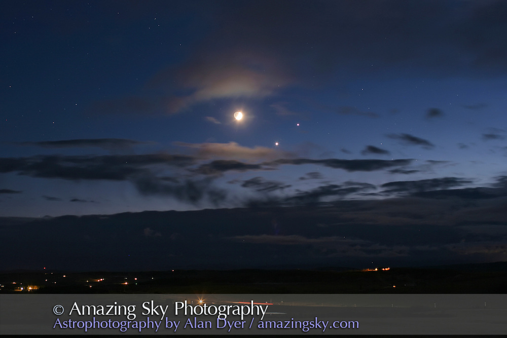 Conjunction of Moon, Venus and Jupiter, Dec 1, 2008. Taken from Rothney Astrophysical Observatory, with Canon 20Da camera and 35mm lens at f/2.8, for 5 sec at ISO 400. From JPG frame of time-lapse movie.