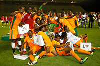 FOOTBALL - UNDER 20 - INTERNATIONAL TOULON FESTIVAL 2010 - FINAL - IVORY COAST v DENMARK - 27/05/2010 - PHOTO PHILIPPE LAURENSON / DPPI - JOY IVORY COST WITH TROPHY AFTER MATCH