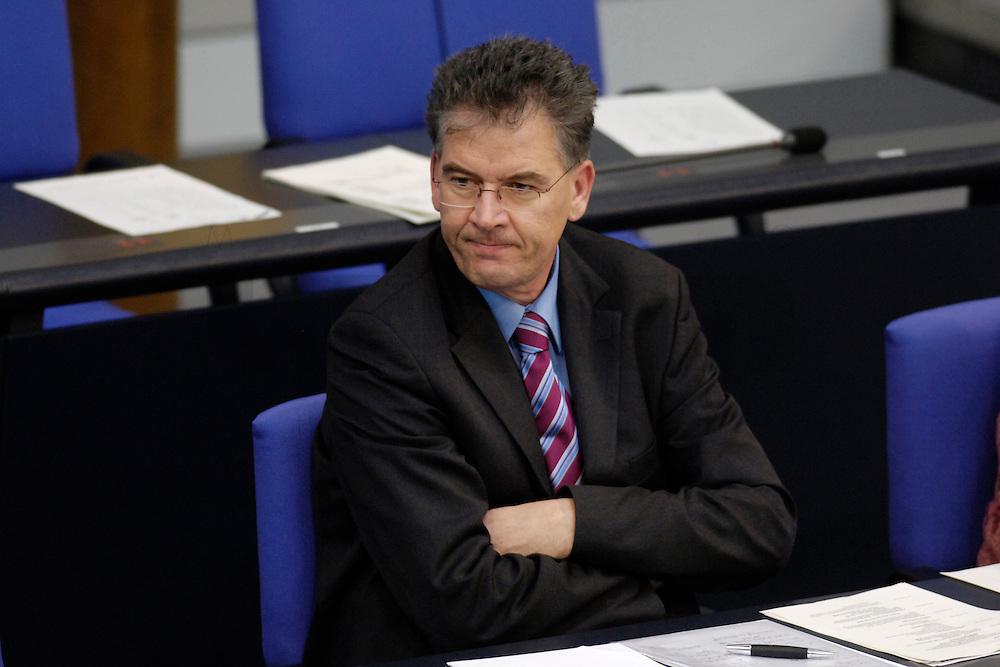 09 FEB 2006, BERLIN/GERMANY:<br /> Gerd Mueller, CSU, Parl. Staatssekretaer im Bundeslandwirtschaftsministerium, waehrend einer Bundestagsdebatte, Plenum, Deutscher Bundestag<br /> IMAGE: 20060209-02-022<br /> KEYWORDS: Gerd M&uuml;ller